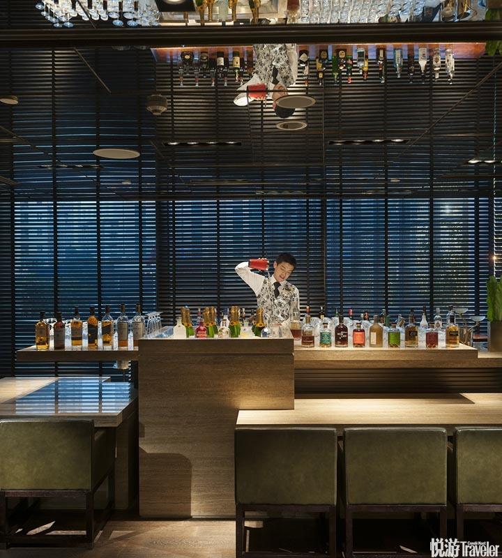 廣州文華東方酒店 Mandarin Oriental Guangzhou:季裕棠的戀物癖和搞怪個性在其中式古宅格局的客房空間里...