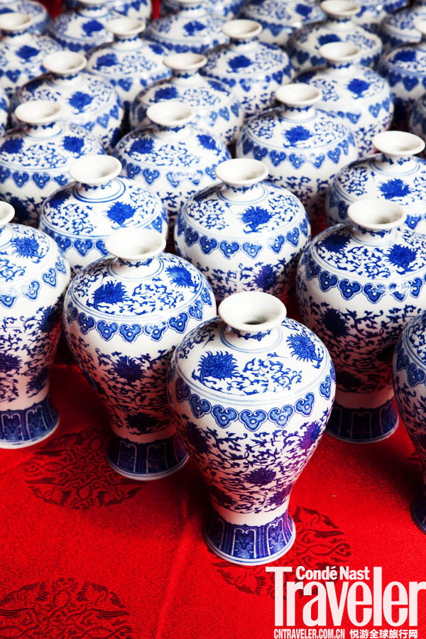 青红酒分离出来的酒糟是福州菜常用的红糟。