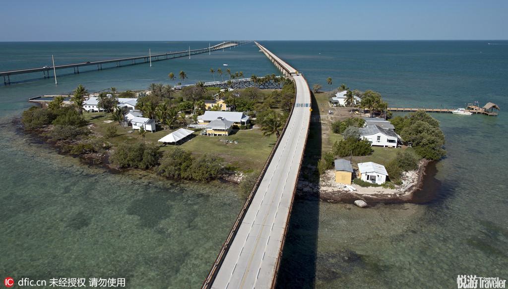 美国佛罗里达七里桥在佛罗里达群岛,是串连群岛众多岛屿的US1跨海高速公路中的42座桥梁中最长的一座,长...