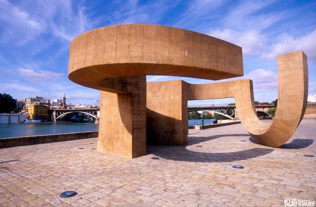 西班牙,塞维利亚塞维利亚,文艺的盛典、缪斯的行宫,现代主义的华丽杰作矗立于一众古典建筑之中依然谐和...