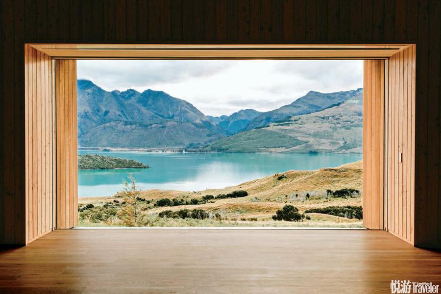 """新西蘭瓦卡蒂普湖畔Aro HāWellness Retreat:建筑是由松木打造成的""""集裝箱""""、供電使用太陽能、餐廳完..."""