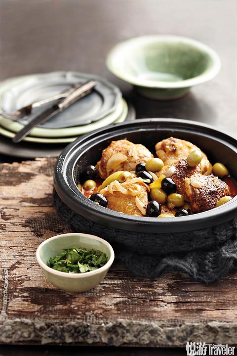 北非摩洛哥风味塔吉锅炖菜:橄榄炖鸡肉
