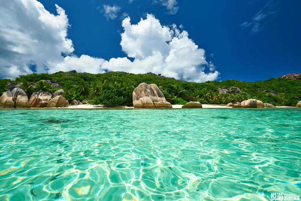塞舌尔,普拉兰岛和拉迪格岛虽然拉迪格岛不如普拉兰岛一般有名,但两岛的风景都同样迷人,就像是天堂的...