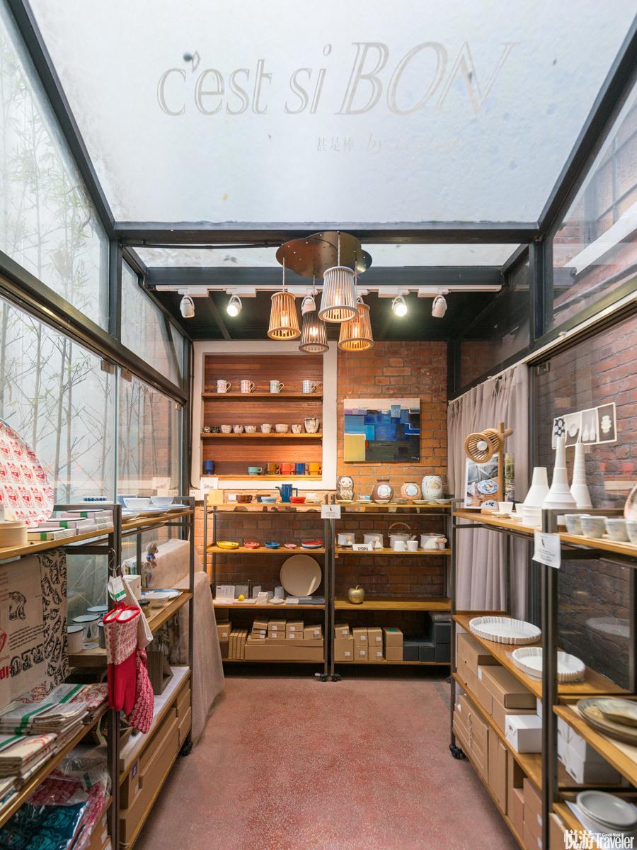 Cest si bon。从刚开始开店就有的布类手艺商品、香氛,一直延伸到自己做的木质家具品牌,店主坚定地将实...