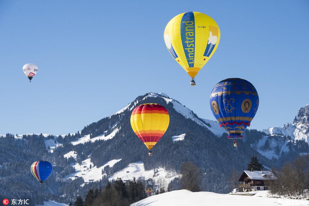 瑞士代堡在一個白雪皚皚的小山村中,升起的一個個關于夢想的熱氣球。這里有一年一度的Sky Event,當地又...