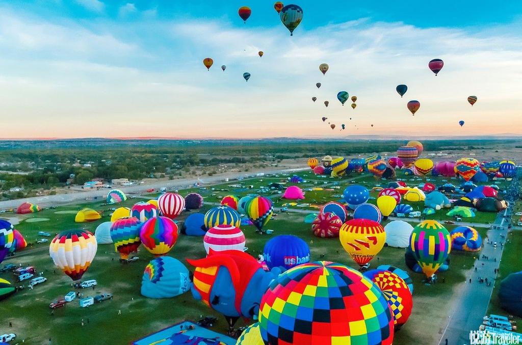 美國阿爾伯克基阿爾伯克基可謂是世界熱氣球愛好者的最大聚集地,也是見證數以百計的絢麗氣球漂浮空中的理...