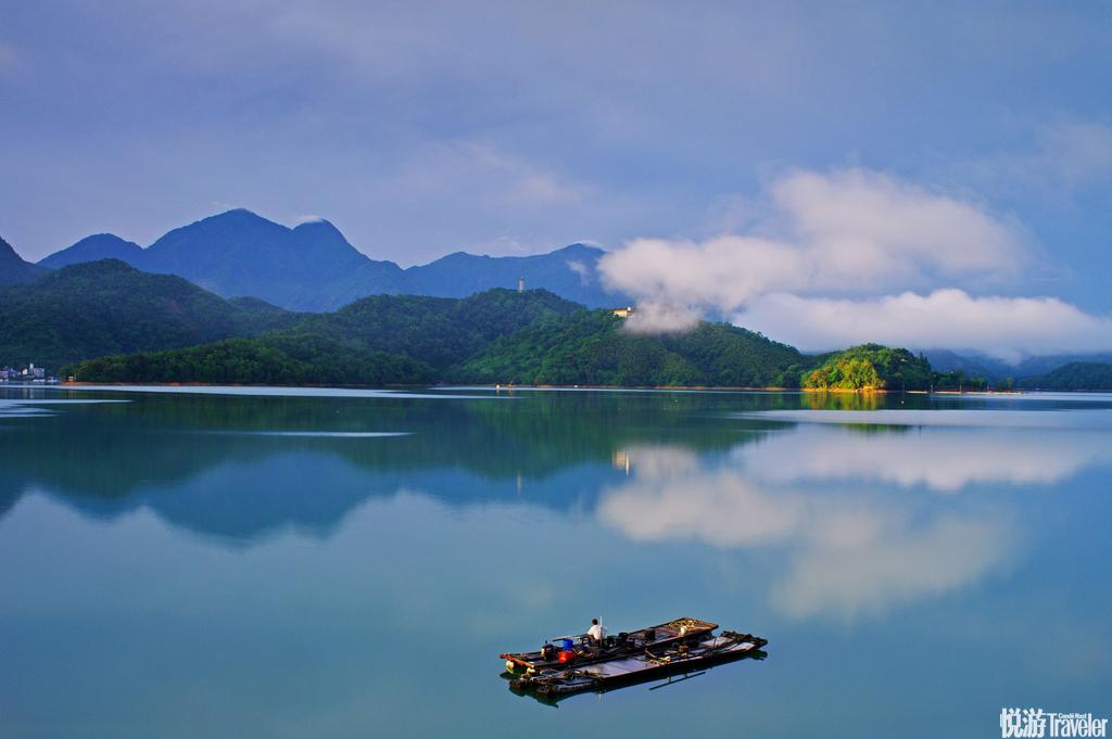 台湾:台湾小吃更是无人不知无不不晓,夜市以美食为主要内容,也是一种特色。
