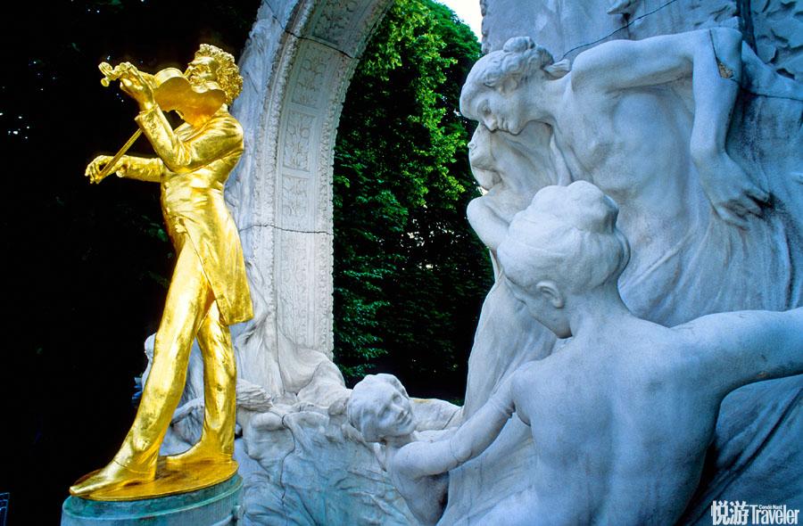 奥地利——连血液里都流淌着音乐维也纳:驻足这个充满跃动音符的城市街头,总能邂逅浪漫的场景,也许一不...