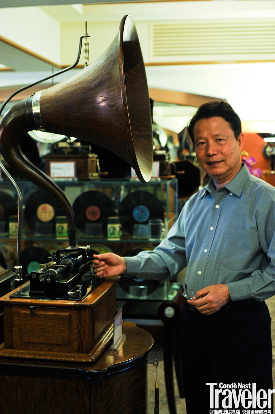 """10:00 感情用事。留声岁月音响博物馆中的藏品当在世界顶尖之列,在200多件古董级的珍宝中有不少""""世界第..."""