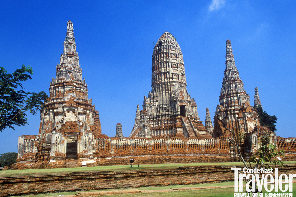 素可泰 (Sukhothai)遗迹多集中在旧城区,离新城12公里。区内的素可泰遗迹公园,是史迹的精华所在。