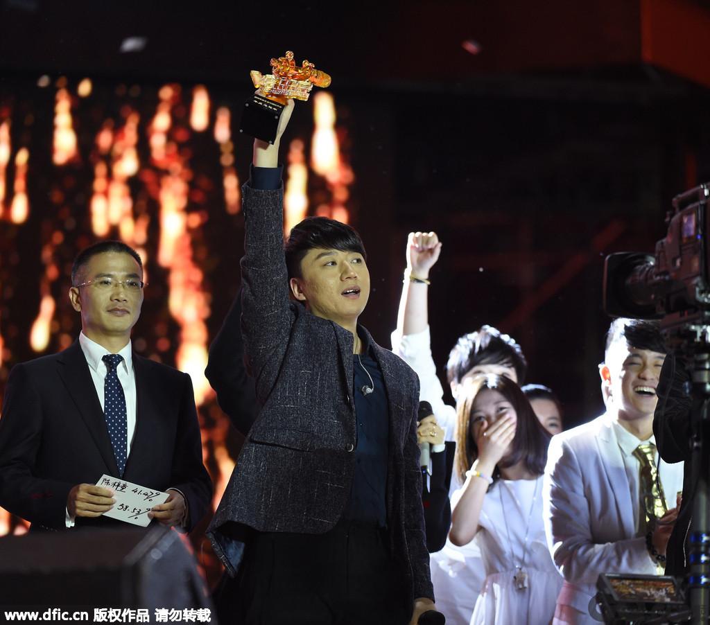 """夺冠之后的张磊也非常兴奋:""""来参加比赛我就是寻梦,希望被认可,但没想到是这样的认可。今天能夺冠非常开心,恰好今天是我的生日,人生中能有这么高光的时刻,非常开心。特别谢谢我那姐。"""""""