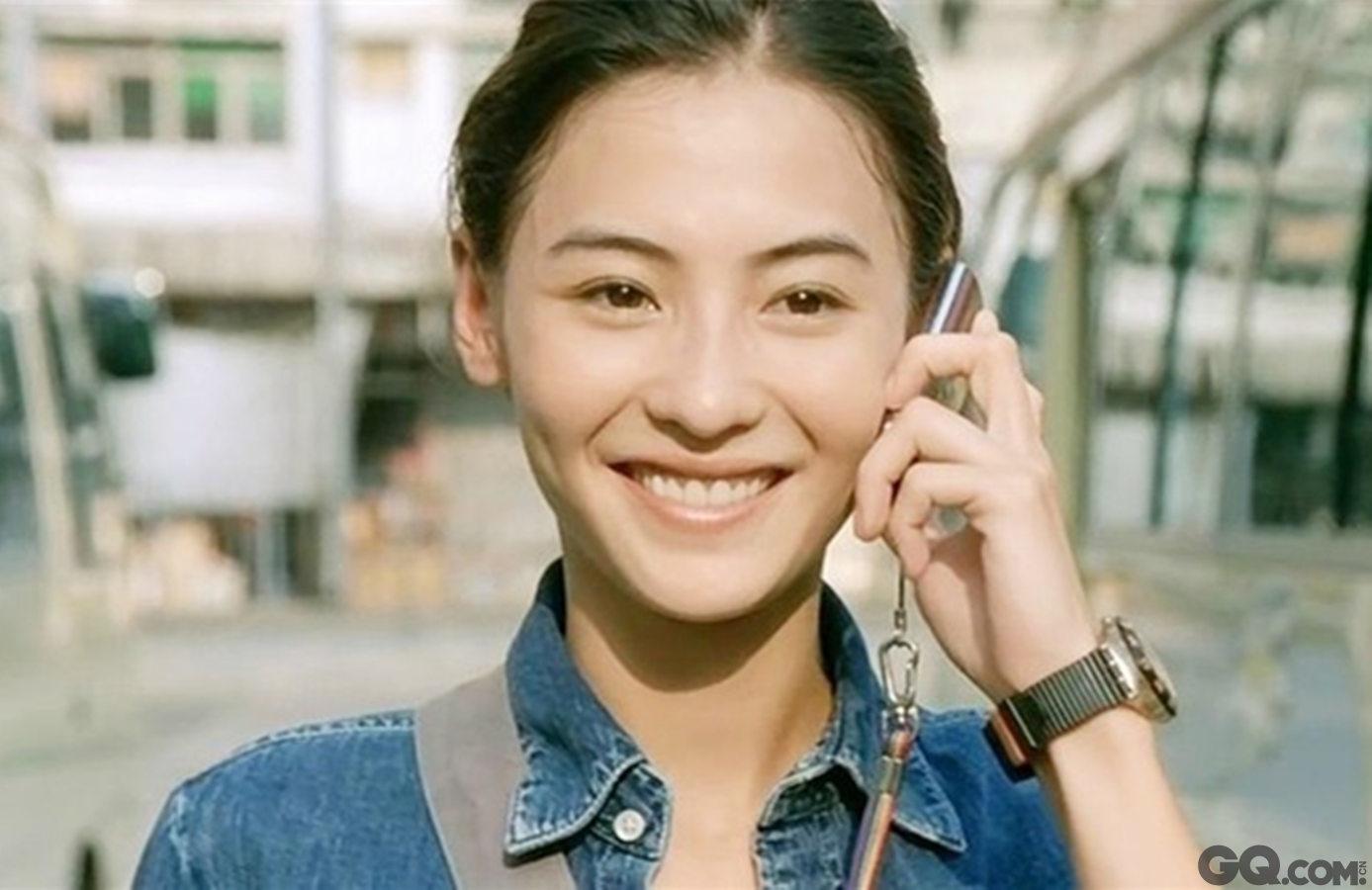 张柏芝天生属于演艺圈,自带表演型人格,更何况还漂亮。19岁主演周星驰的《喜剧之王》,星爷说她是天才;2002年的《河东狮吼》创下票房佳绩;2004年张柏芝先后主演杜琪峰的《大块头有大智慧》和尔冬升的《忘不了》,前者给她带来了第十届香港电影评论学会最佳女演员的称号,后者则让她在23岁问鼎香港电影金像奖影后的宝座。