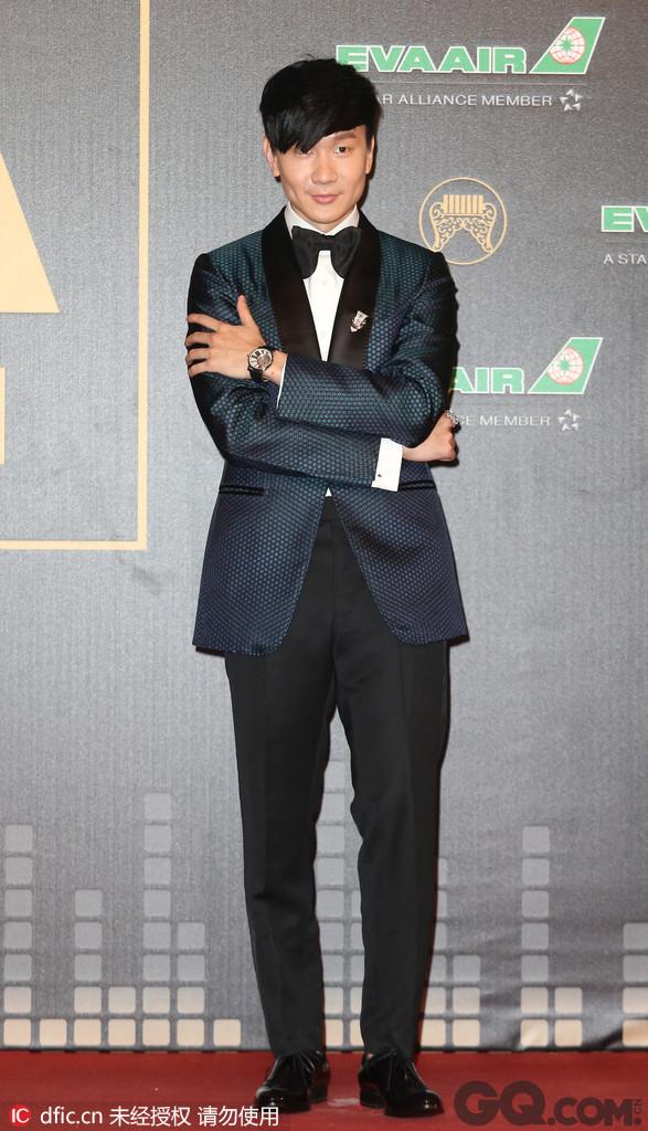 林俊杰 新加坡人,祖籍福建,著名男歌手,作曲人、作林俊杰词人、音乐制作人、作家,偶像与实力兼具。华语乐坛流行天王,亚洲天王,创作天王。2003年以专辑《乐行者》出道,2004年一曲《江南》红遍亚洲,凭借其健康的形象,迷人的声线,出众的唱功,卓越的才华,迅速成为华语流行乐坛新一代的领军人物之一,迄今为止共创作数百首音乐作品,出道11年,唱片销量在全亚洲超过1500万张。