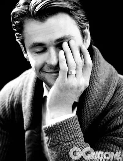 """因出演电影《雷神》而爆红的""""锤哥""""私下是个不折不扣的好男人。"""