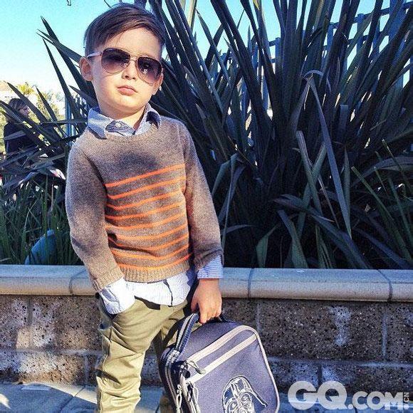 Alonso Mateo的这些超时髦的造型首先出现在他妈妈的Instagram账号上。从去年开始,她的账号已经有超过127000个粉丝。如果在Google上搜索Alonso  Mateo,有超过230000张图片,超过很多二线明星的图片数量。