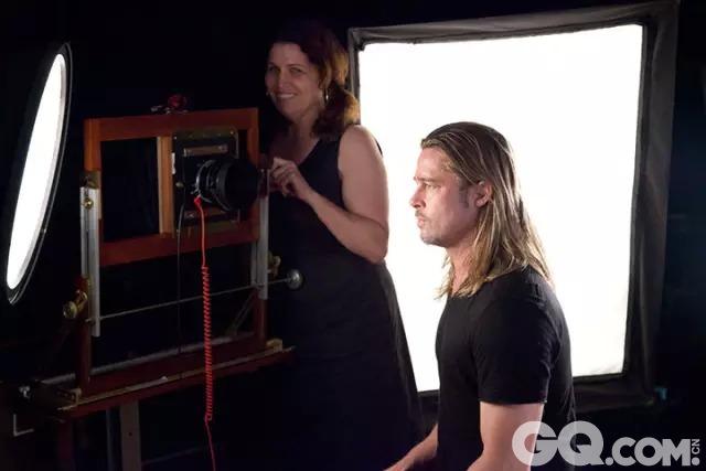 《逃出克隆岛》《超体》  2125 查克·克洛斯正给奥普拉·温弗瑞拍照