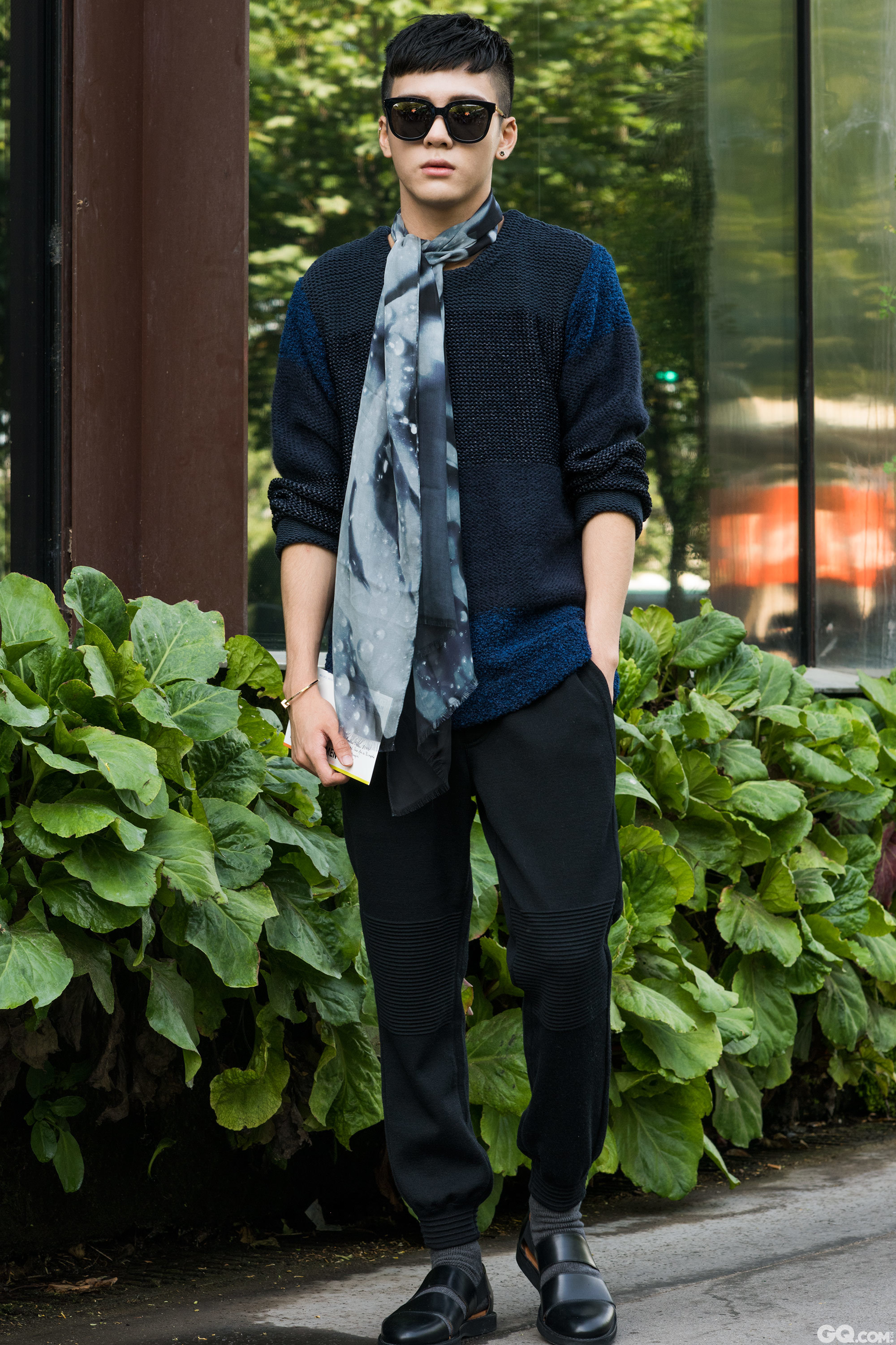 All look: Issey Miyake Shoes: Cos  Inspiration: It's very warm so I wanted to wear light fabrics (今天非常热所以我想穿轻薄面料的衣服)