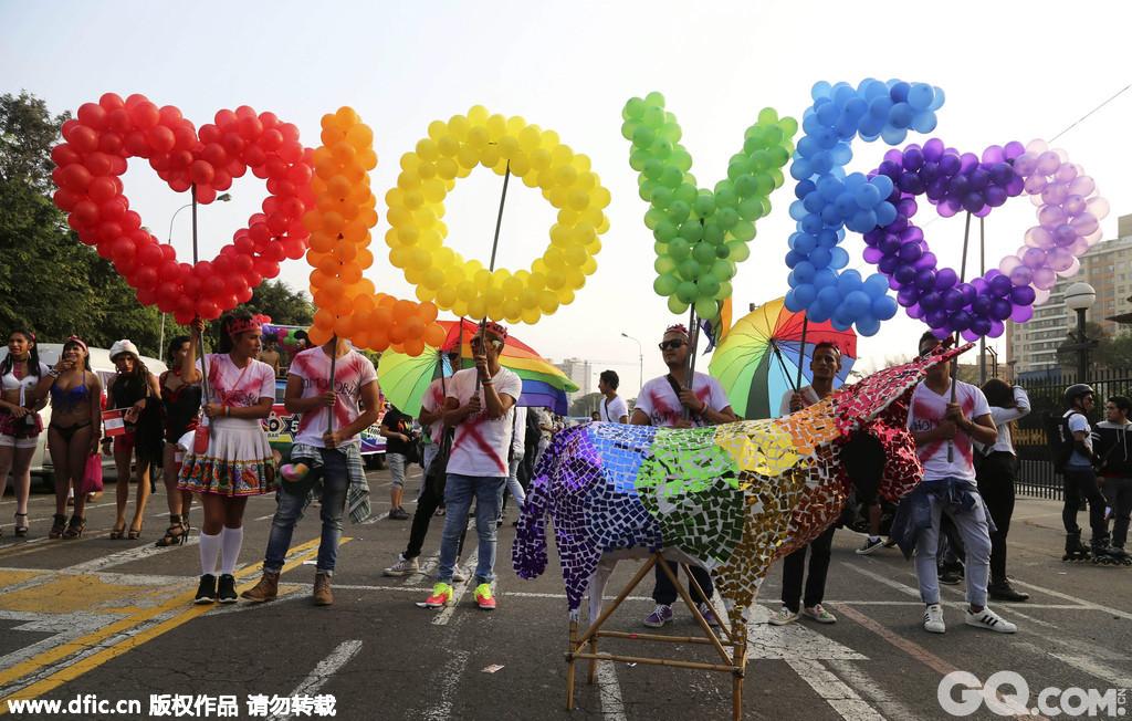 秘鲁利马,数千人参加了当地举行的同性恋骄傲大游行。