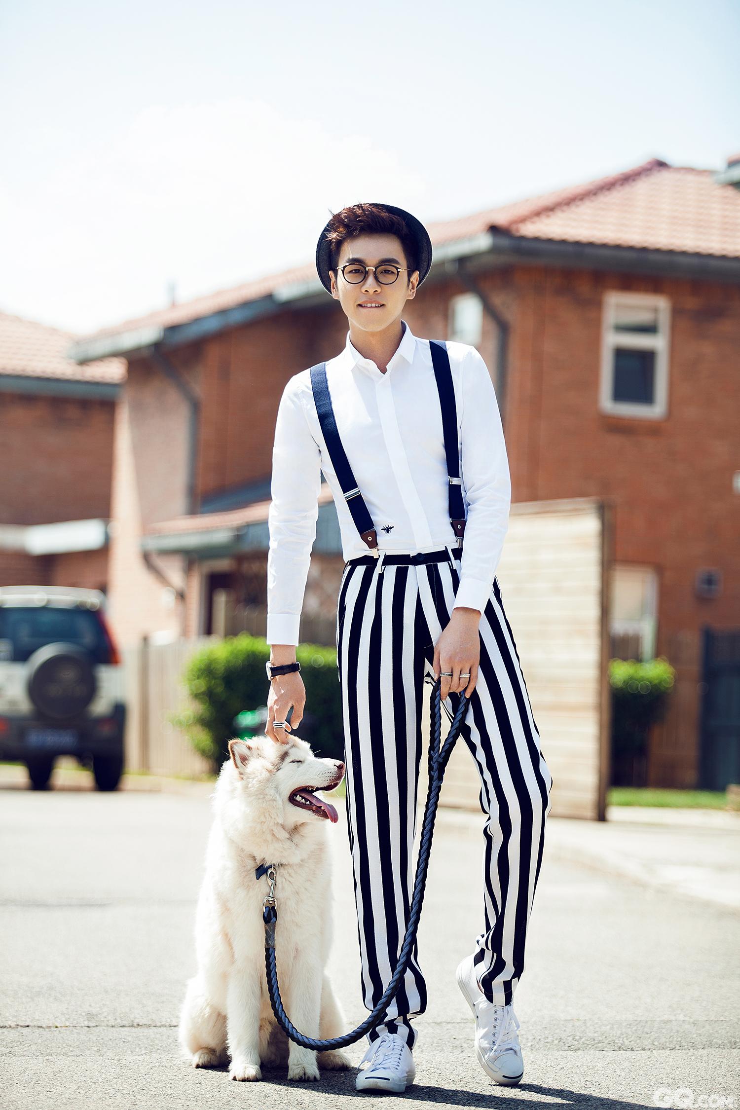 张若昀携爱犬Pitt出镜 复古眼镜尽显潮范儿_人物_GQ男士网