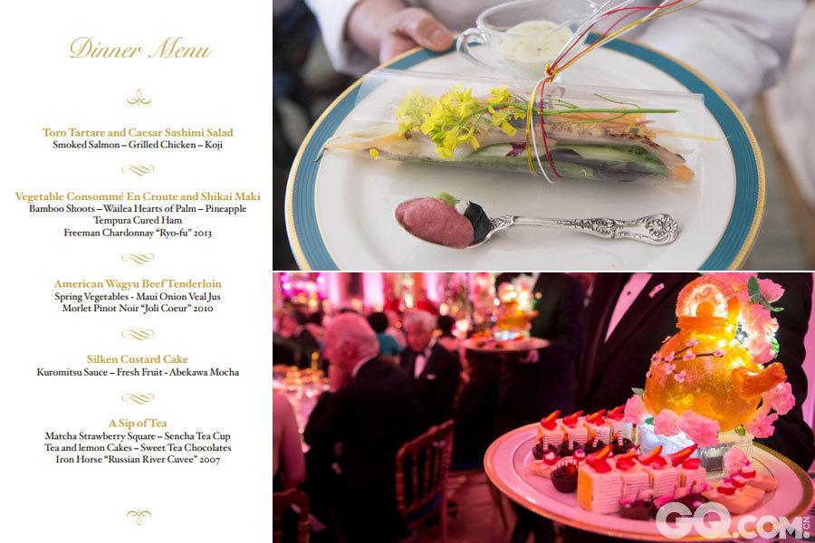 """2015年4月28日,美国总统奥巴马在白宫宴请日本首相安倍晋三,数百名宾客享用融合美日两国特色的美食。国宴菜品在传统西餐搭配的基础上加入了日本元素,包括生鱼片、和牛牛排、日本麻糬等,还有用白宫菜园里摘取的蔬菜所制成的沙拉,用豆腐和豆奶制成的奶酪蛋糕,以及白宫厨师特别用糖制作的樱花茶壶。   头菜是美日融合菜式鞑靼金枪鱼腩及西泽刺身沙拉,由日本美食节目《铁人料理》知名大厨森本正治负责,沙拉以透明醋酸人造纤维包裹,再用日本特色""""水引""""绑住,如一件礼物等待宾客打开。   第二道菜是加入白菜及夏威夷竹笋的清汤,配以夏威夷菠萝天妇罗及弗吉尼亚州火腿条。   主菜则是烤美国和牛,配以春季时蔬。   甜品是美式芝士蛋糕,佐以日式绢豆腐及豆浆。   餐酒方面,除日本""""獭祭二割三分""""清酒外,还有美国当地的葡萄酒。"""