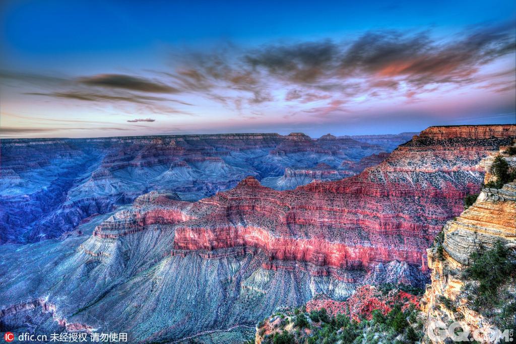 大峡谷国家公园:美国大峡谷是一个举世闻名的自然奇观,由于科罗拉多河穿流其中,故又名科罗拉多大峡谷,它是联合国教科文组织选为受保护的天然遗产之一。科罗拉多大峡谷位于美国亚利桑那州西北部的凯巴布高原上,是地球上最为壮丽的景色之一。