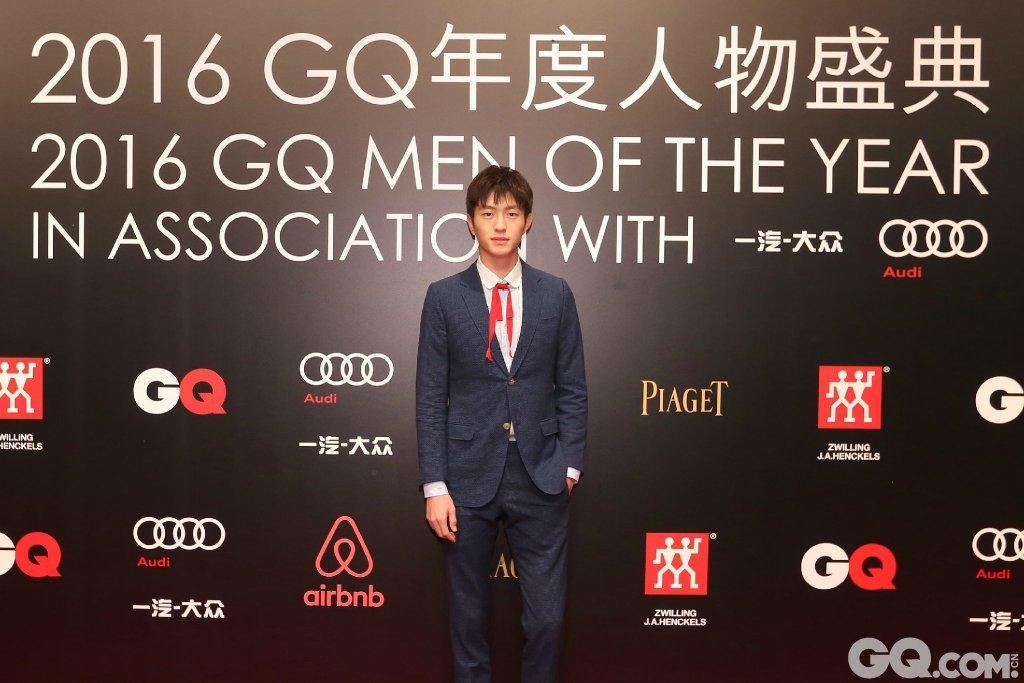 金大川身着Gucci西服套装与鞋履走上GQ年度人物盛典红毯。