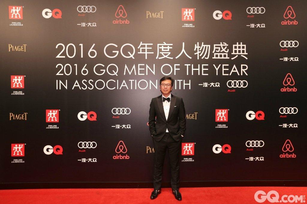 侯鸿亮出席2016GQ年度人物盛典。