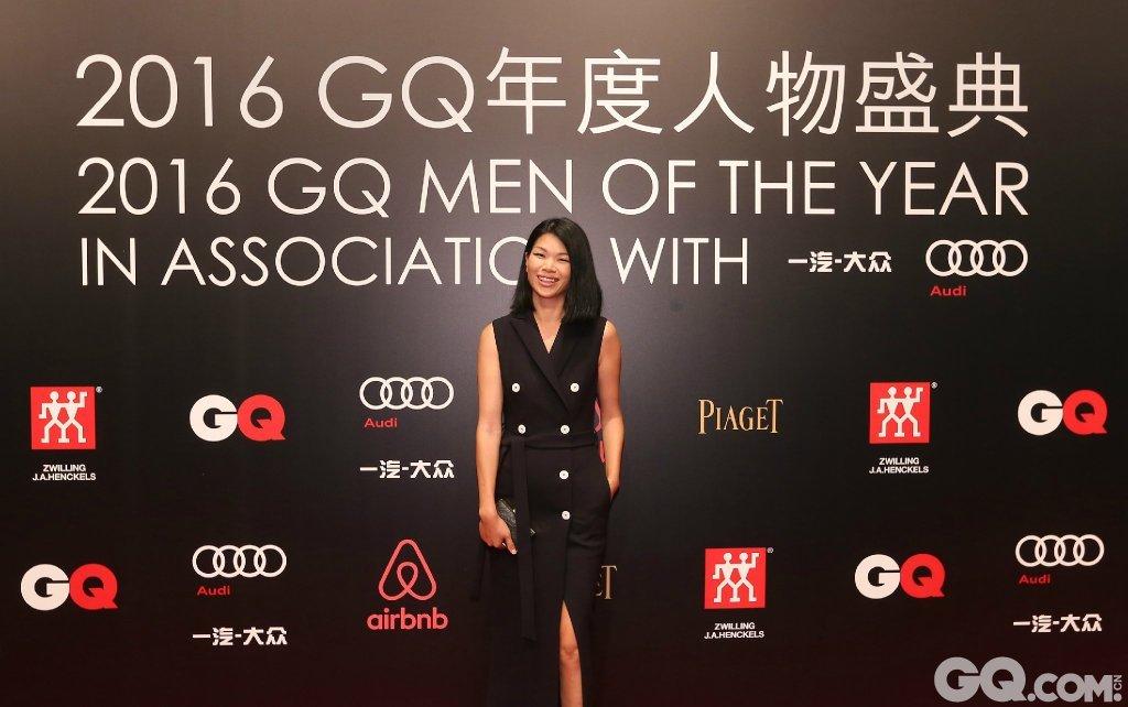 吕燕出席2016GQ年度人物盛典。