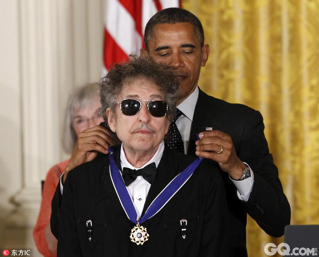 迪伦得到过包括格莱美、金球奖和奥斯卡金像奖在内的奖项。2012年5月,迪伦获得了由美国总统贝拉克·奥巴马颁布的总统自由勋章。