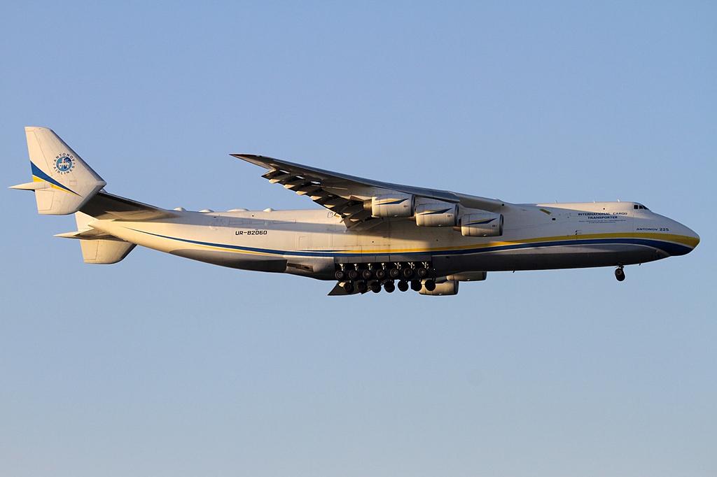 全世界承载重量最大的运输机与飞机,翼展宽度仅次于休斯力士运输机,是