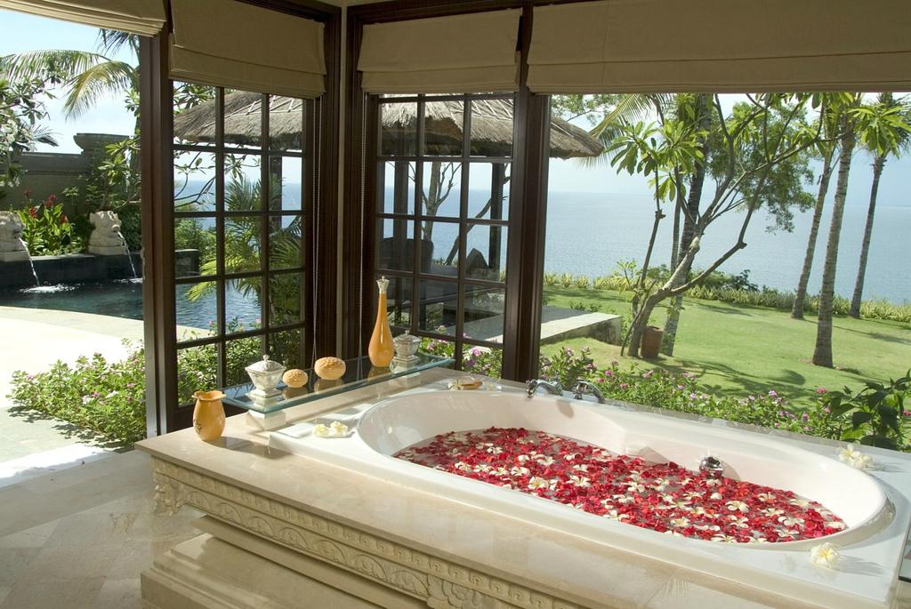 巴厘岛阿雅娜度假海景崖边别墅