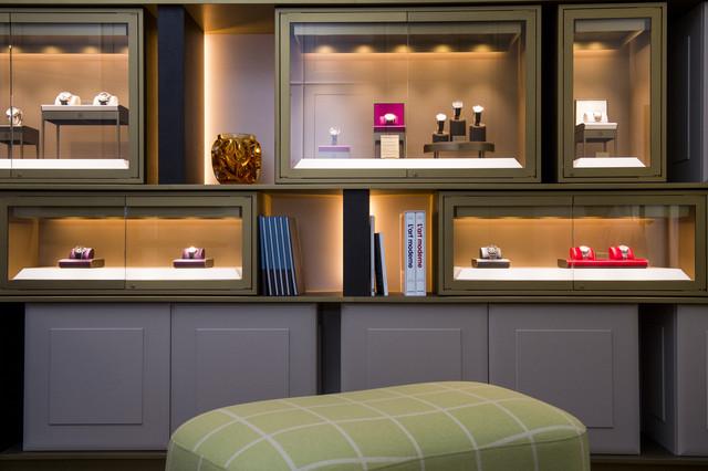 """""""都市里的乡村"""":这正是巴黎人对""""皇家宫殿""""(Palais-Royal) — 这座法国的文化、历史中心的印象。帕玛强尼Studio概念专卖店便选址于此。这间独具特色的店铺以""""分享""""为设计理念,为品牌主顾提供了一个探索帕玛强尼时计作品的尊享空间。"""