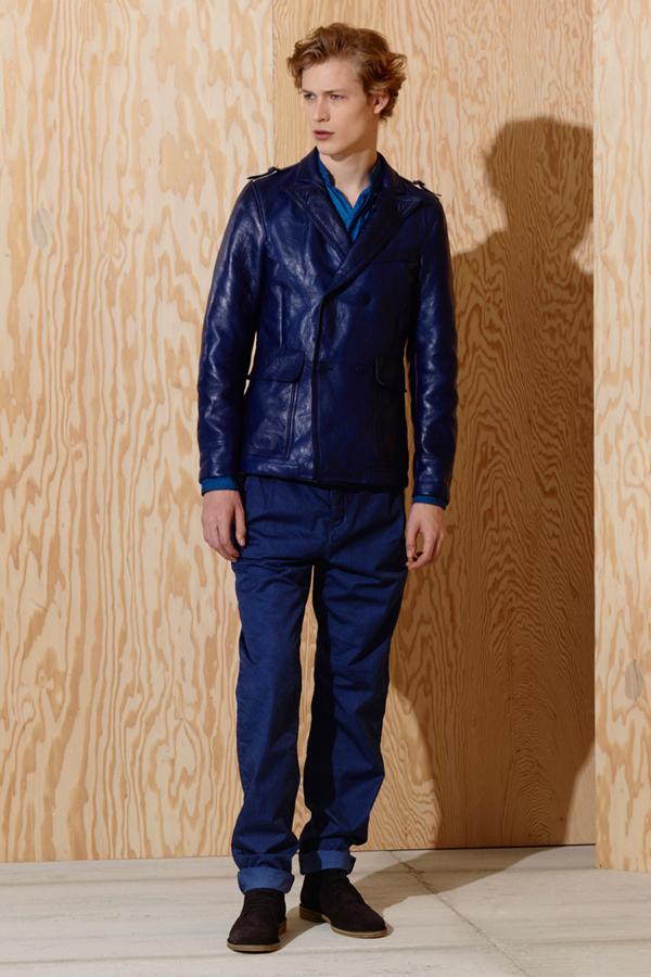 Bottega Veneta推出了2016年早秋男装型录,这一系列男装主要采用单色调的搭配。从军绿、深红,到蓝色,每个颜色都表现出不同的性格。造型独特的夹克衫,适合时尚个性的男士。也有适合暖男的翻领毛衣。