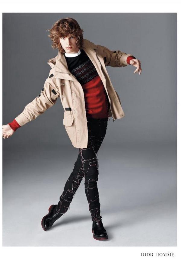 萨克斯第五大道精品百货店推出了2016秋冬广告大片。军装风格的Balmain,奢华的Saint Laurent,学院风的Dolce & Gabbana,复古经典的Paul Smith,休闲户外风的Dior Homme,不同的五种风格展示着不同的时尚。