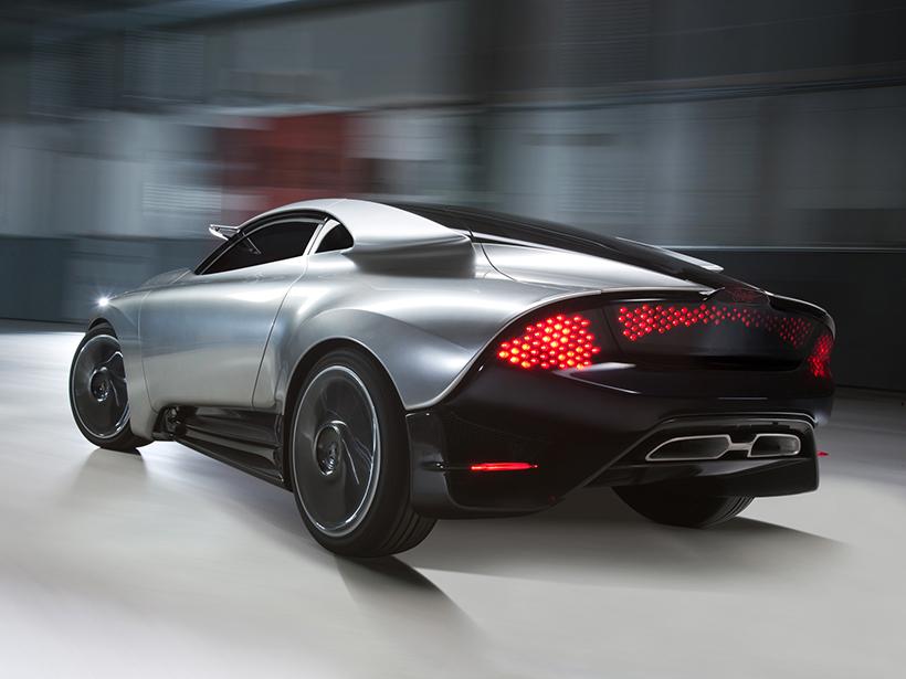 在动力方面,这辆PhoeniX采用的是一套混动系统,类似雪铁龙的Hybrid4混动系统相近:34马力的电动马达驱动后轮,200马力的1.6升4缸涡轮增压发动机驱动前轮。