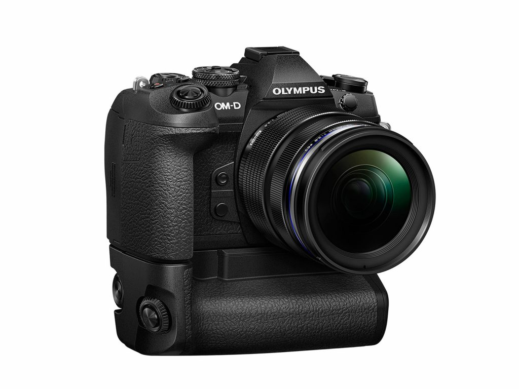 NO.1对焦、快门 奥林巴斯 E-M1 Mark ii此款产品主打的是速度,各种性能都要求快,特别是在对焦方面。E-M1 Mark ii的对焦系统是Dual Fast AF 超高速混合自动对焦系统,听着名字就觉得很厉害。作为旗舰产品,在响应速度和对焦速度方面都达到了高于普通相机的水平。很多相机在光线很暗的地方对焦速度都会大大下降,但是E-M1 Mark ii在相同的情况下并没有受到影响,对焦速度依然很快,此种情况在无反相机中并不多见。在拍摄高速移动的物体,速度依然可以跟上,所以其对焦能力真的很强悍。据专业人士分析,在横向对焦方面,E-M1 Mark ii和其他的旗舰产品可能差距不大,但是在纵向追焦时,E-M1 Mark ii的优势就可以明显的体现。