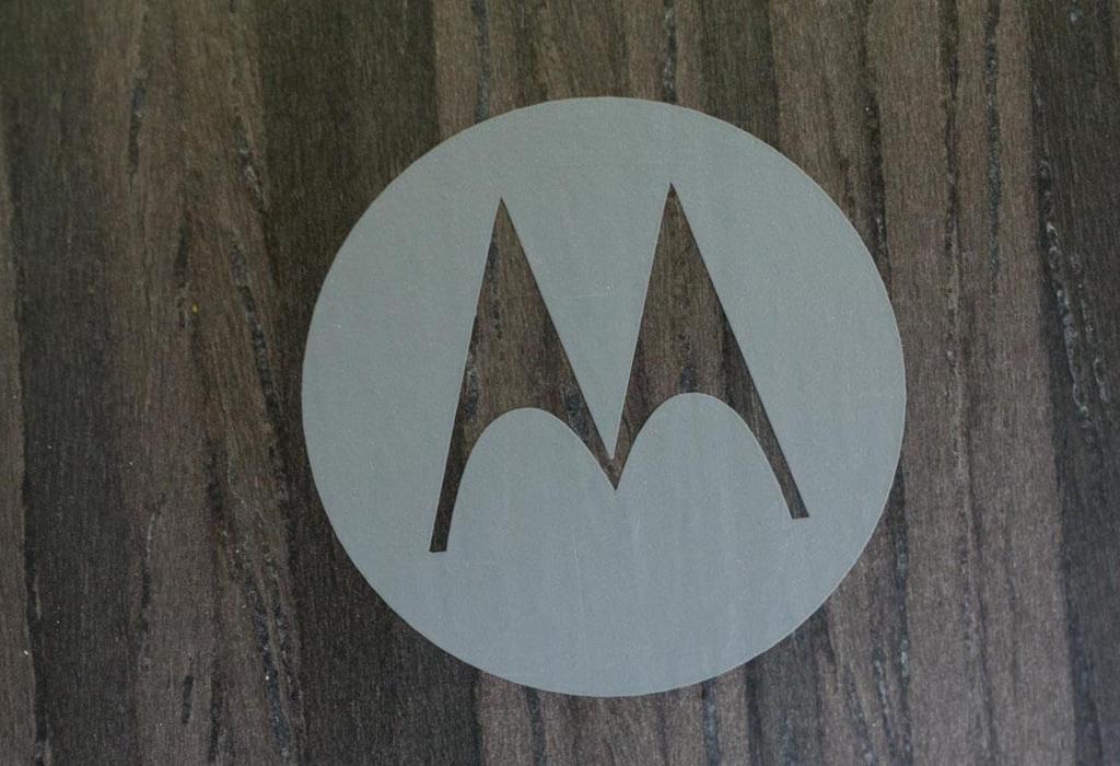 NO.8 Moto G5 Plus    Moto G5 Plus依旧会延续上一款的圆润外形设计,摄像头和闪光灯都被包在大圆形内部。Moto G5 Plus会采用5.5英寸的1080P显示屏,搭载的是骁龙625处理器。预计会在3月份上市。