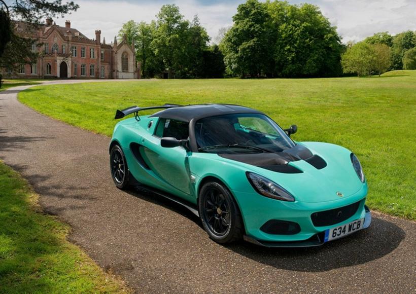莲花官方正式推出新款Elise Cup 250并发布了新车官图,新车设计方面会有一些调整。此外,作为一个已经追求高度轻量化的车型,这款车进行了再次减重,依然是最快的Elise车型。