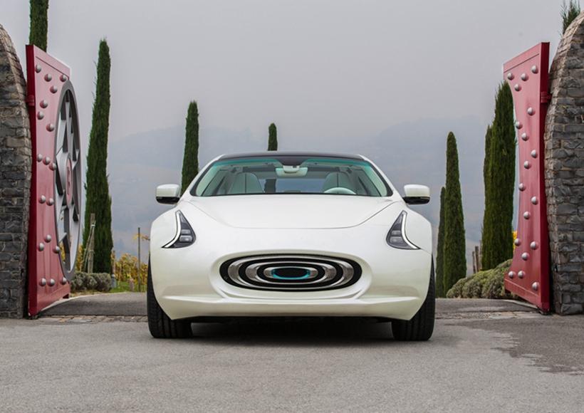 这辆前脸造型独特的轿车名为Thunder Power Sedan,除了较为霸气的名字之外,它还有着十分有底气的650km续航能力。