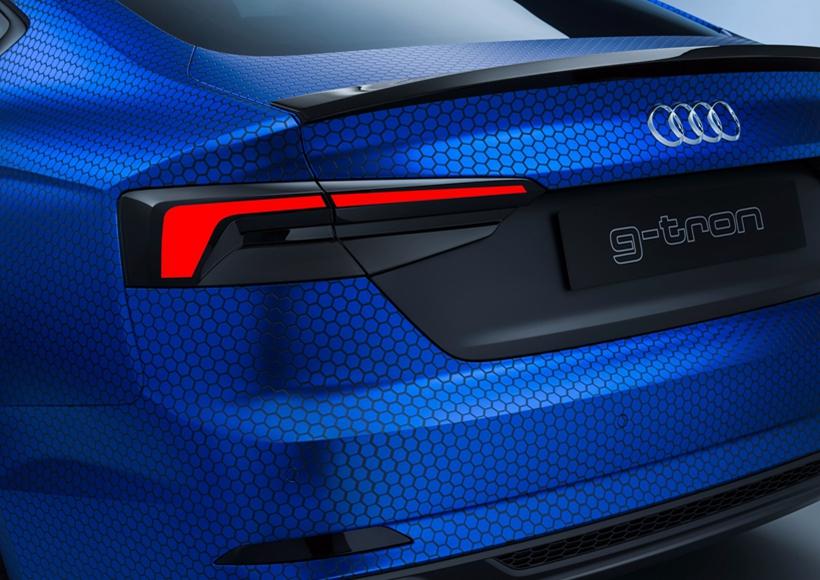 大体造型以及内饰方面,这辆A5与普通版本相差并不多。但是,特有的双色车漆(车尾青蓝色为天然气燃烧时产生的颜色)时刻提醒着周围的人,它有着不同寻常的动力系统。