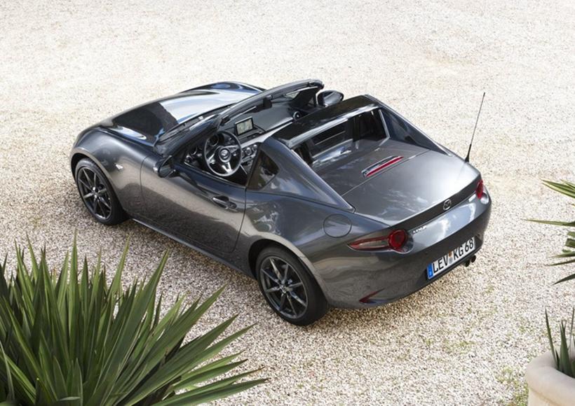 如果说马自达MX-5是一个身材曼妙的女郎,那么马自达MX-5 RF更像是一个拥有斗魂的热血青年。车身尺寸长宽高为3915mm/1735mm/1245mm,轴距为2315mm。