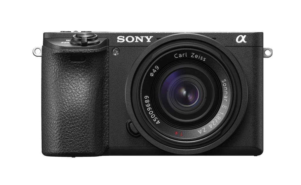 NO.1索尼A6500 2016年推出的索尼A6500是一款APS-C画幅微单相机,机身重量仅为410克,采用的是APS-C画幅CMOS传感器,像素高达2420万,还有自动对焦系统,对焦速度高达0.05秒,拥有425个相对检测对焦点,这些要素可以让你拍出更好的照片。此款相机还具有5轴防抖技术,当你在球场上欢呼雀跃的时候,仍然可以拍出稳定的画面,同时也支持4K视频录制。带着大明目张胆的进球场吧。 参考报价:8999元