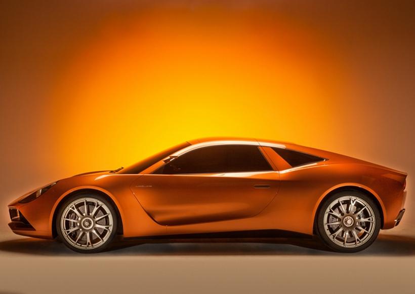 而在当下电能盛行的时代,这辆Scalo Superelletra也同样搭载了两台电动机,并拥有2.7秒的百公里加速时间。让人不得不感叹,随着科技的发展或许有一天我们真的不再需要内燃机的车型了。