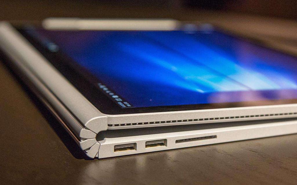 NO.7微软Surface Book Surface Book具有灵活的设计,可以将屏幕拆下当做平板使用,比折叠的二合一笔记本更加的方便、灵活。不过Surface Book价格比较高,不是依靠性价比很高的产品。