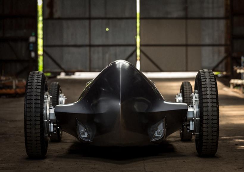 在几乎所有汽车设计都向未来借鉴灵感的时候,英菲尼迪的设计师在这样的大趋势下反其道而行之,将这辆富含古典美的Prototype 9带到了我们面前。