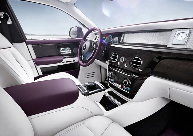 """在力图保持""""世界上最好的汽车""""称号的同时,幻影也是""""世界上最安静的汽车"""",6mm的玻璃窗、超过130公斤的隔音材料、最大的石膏制铝接头以及全新的6.75升V12动力传动系统使得一切成为可能。"""