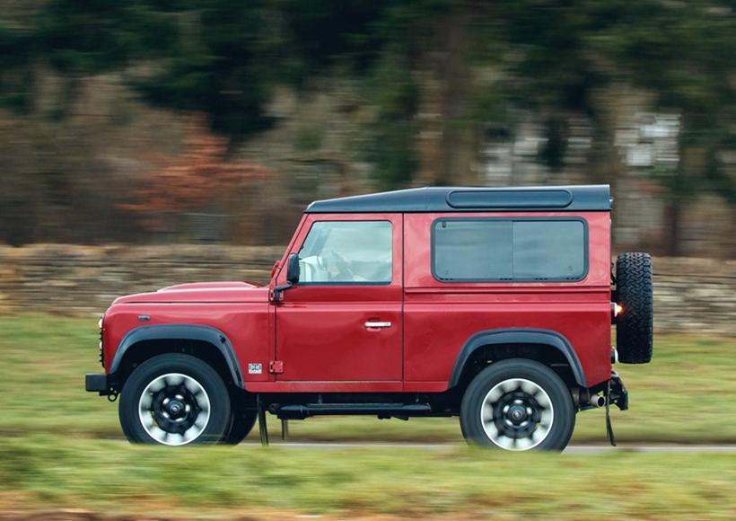 不过,吊足了发烧友们胃口的Land Rover Defender Works V8可谓是十分傲娇了,它仅仅只生产150辆,而且只在英国本土发售。