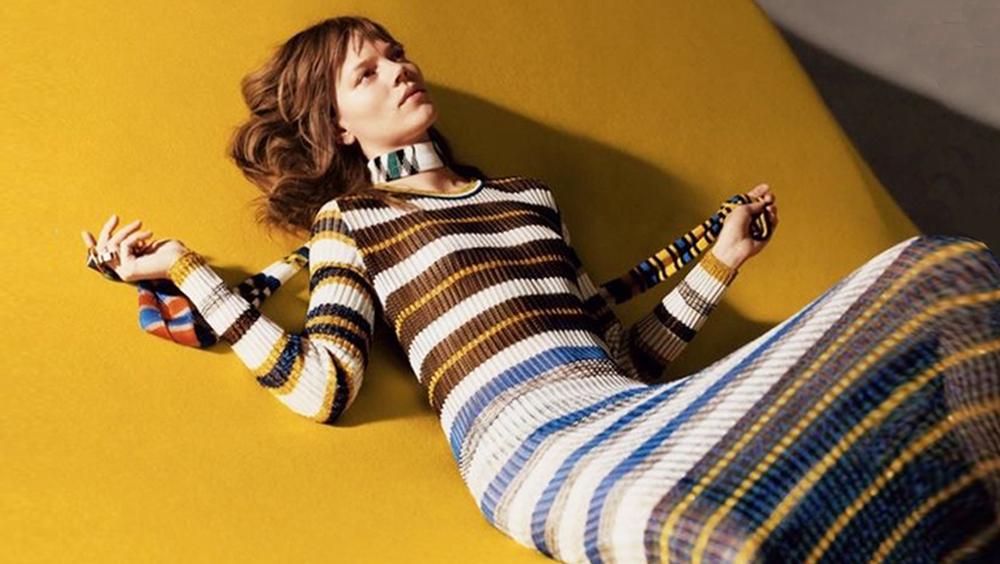 一条针织裙 承包你整个秋天的时髦