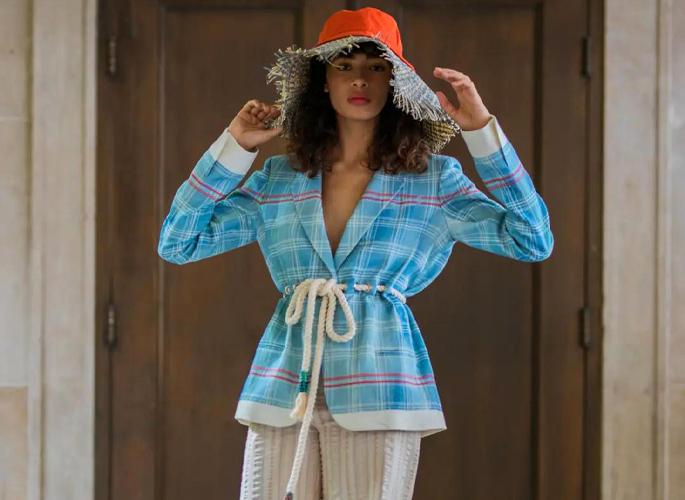 那个时髦的戴帽子女孩