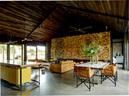 猪皮坐椅是从斯里兰卡科伦坡的Gallery Café一路运来,最早的主人是著名建筑师Geoffrey Bawa。